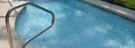 Co dělat, když je voda v bazénu neustále zakalená?