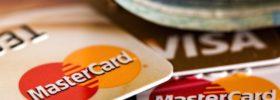 Jaký je rozdíl mezi debetní a kreditní kartou?